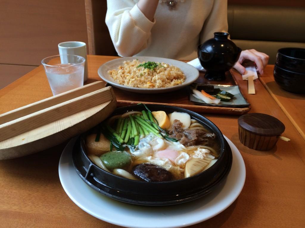 若竹の「釜焼きうどん」と「焼き飯」