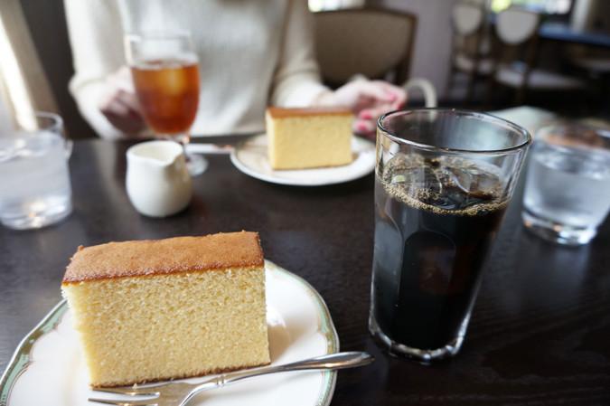 自由亭のダッチコーヒーとカステラ
